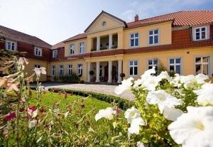 Dwór Sześć Dębów w Prusewie - zabytkowy pałac nad morzem