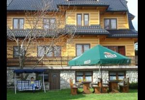 Pokoje gościnne w stylowym góralskim domu, narty, baseny termalne, widoki na całe Tatry