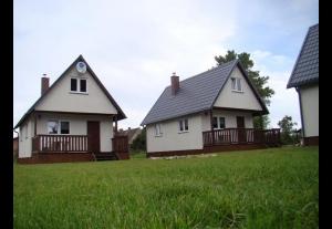 Trzy  komfortowe domki letniskowe nad morzem