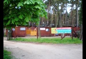 Domki kempingowe nad jeziorem